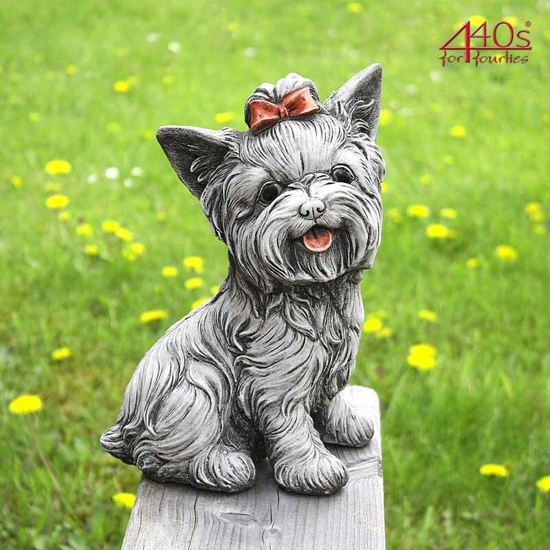 Kretakotta Terrier sitzend, Antiksteinguss H ca. 27 cm   KK-1060