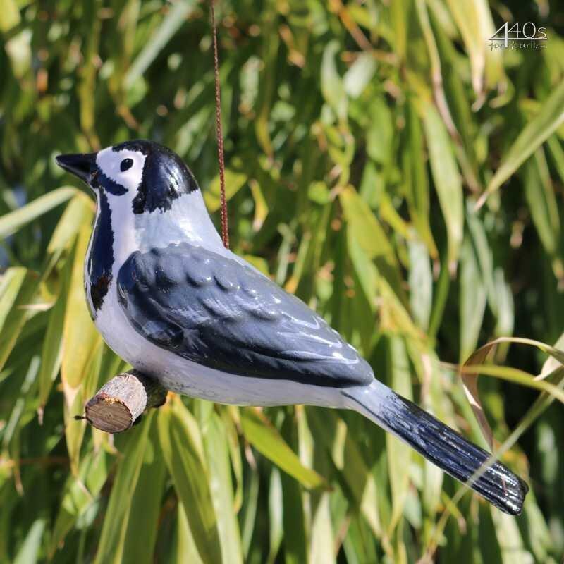 Tangoo Keramik-Vogel Bachstelze auf Holz hängend | TA-17002